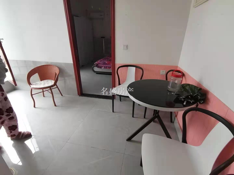 新广场精装1室,带全套家具家电,带阳台