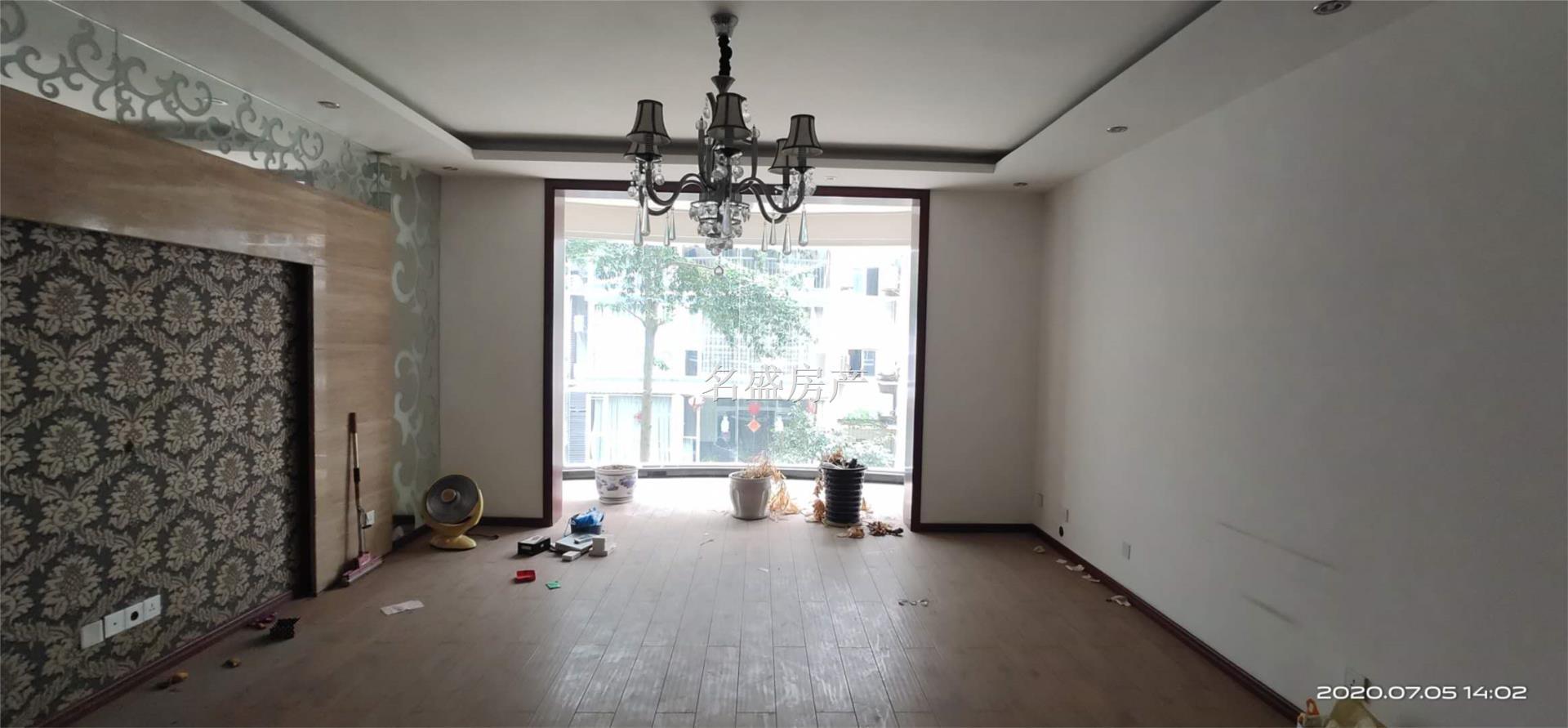阳光广场附近豪华装修大三室