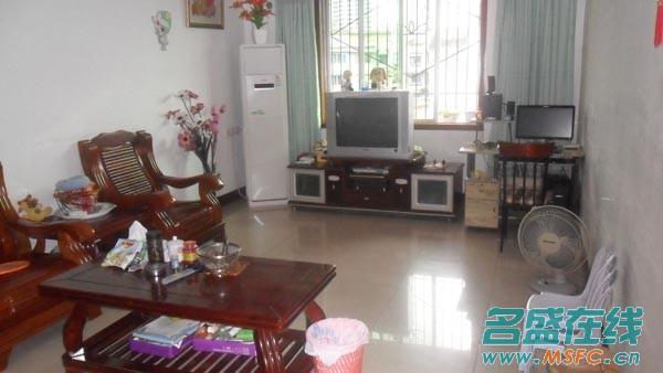 500/元租人人乐附近一室一厅带全套家具家电