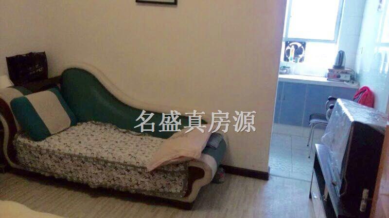 500元每月/租人人乐一室